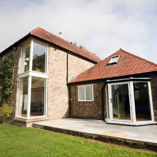 exterior-property-aluminium-windows